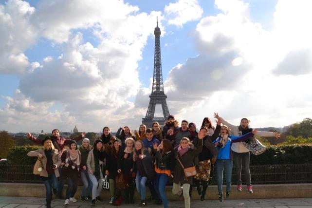 Eiffelturm mit Schülern
