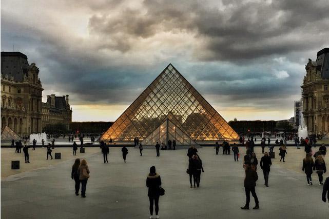 Louvre in Paris auf der Studienfahrt der FOS Schüler